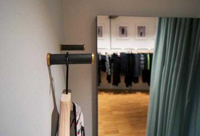 detail hanger
